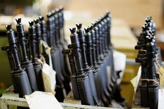 Rows of AK carbines in the Izhmash factory. Photo: EnglishRussia