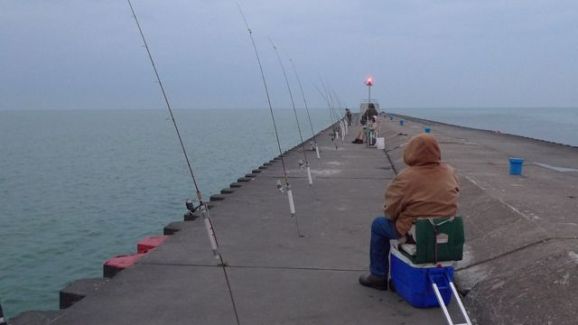 Pier fishing peerless michigan whitefish for Fishing off a pier