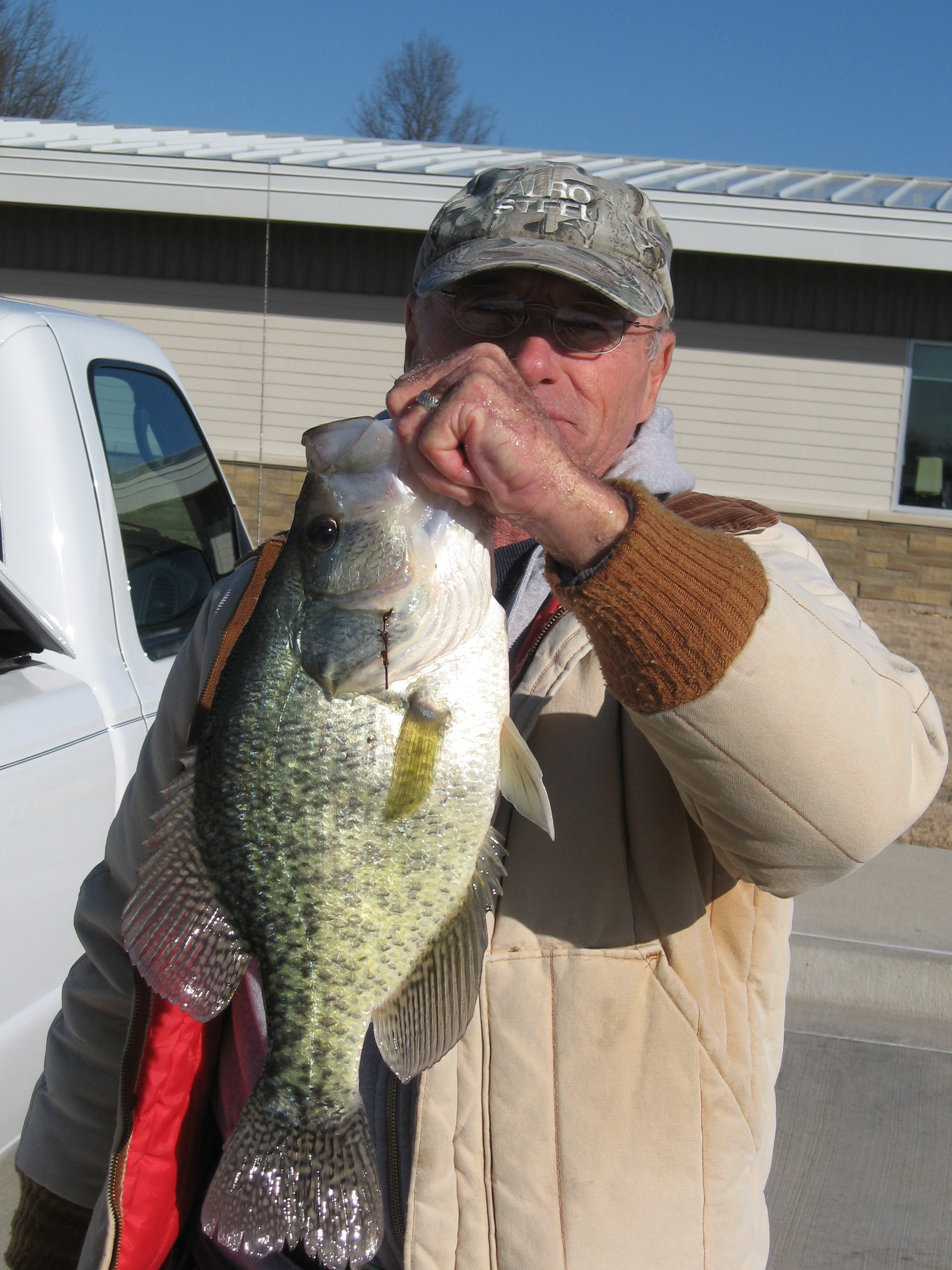 Missouri angler lands two three pound crappie from lakes for Crappie fishing in missouri