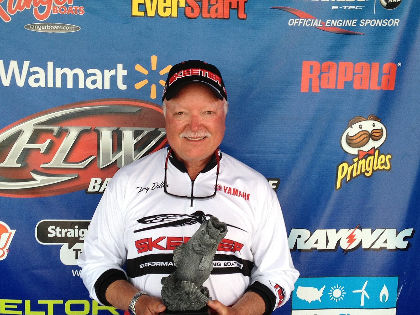 Dillon wins walmart bass fishing league hoosier division for Walmart fishing stuff