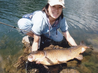 Hiroko Fuwa land the new Female Junior record with 13.1 kg carp.
