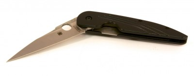 The Spyderco Des Horn folder is about 4 inches long closed, and 7 ¼ inches long open.