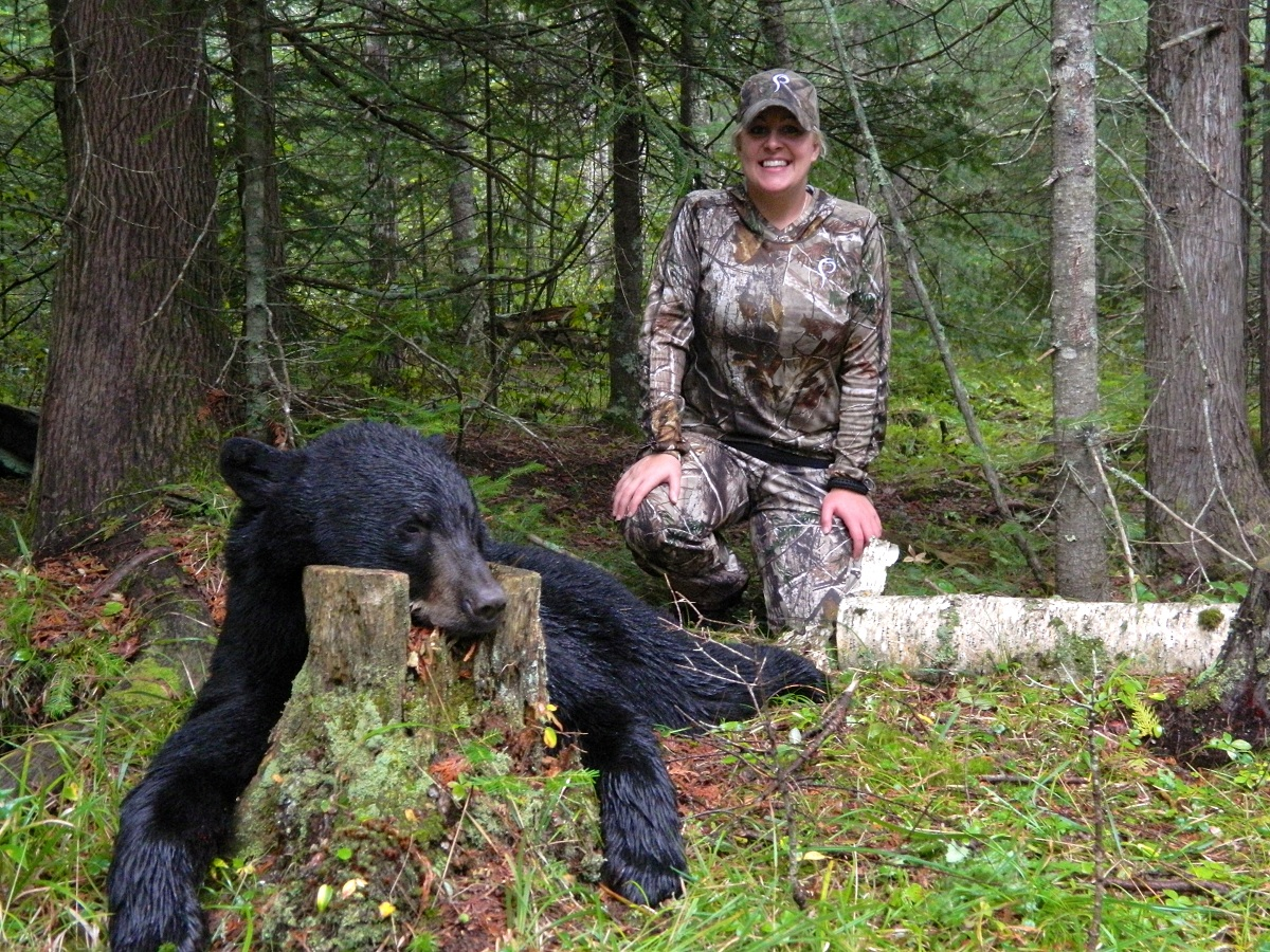 Great lakes great bears michigan black bear hunting for Michigan fishing license prices