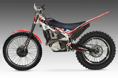 Evo 4 Stroke Sport models are available in 250 and 300 versions.
