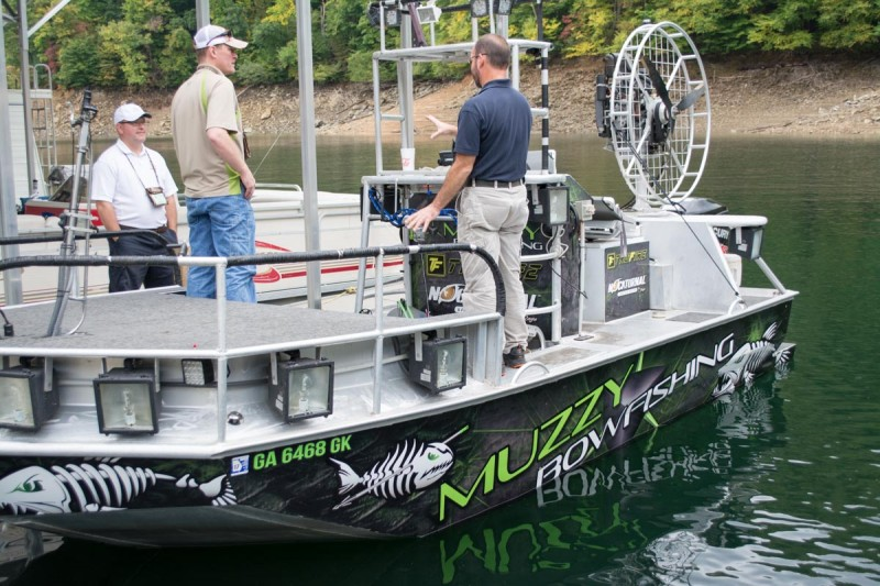 Now that's a bowfishing boat. Note the huge floodlights.