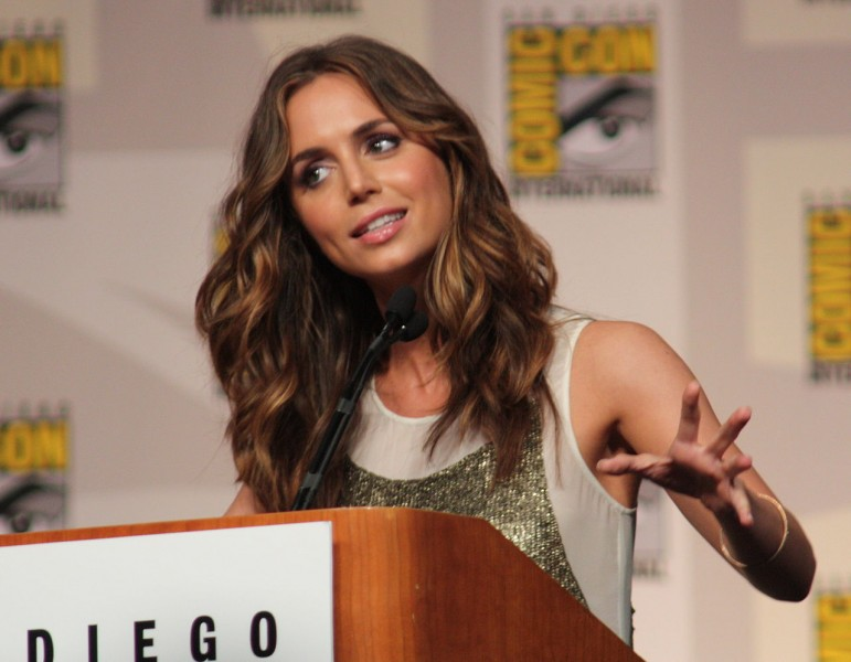 Eliza Dushku at the 2009 Comic Con in San Diego. Image from user IndianBio on the Wikimedia Commons.