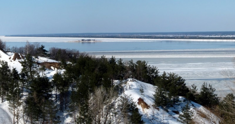 A view of the Kiev Reservoir during winter. Image from YellowForester on Wikimedia Commons.