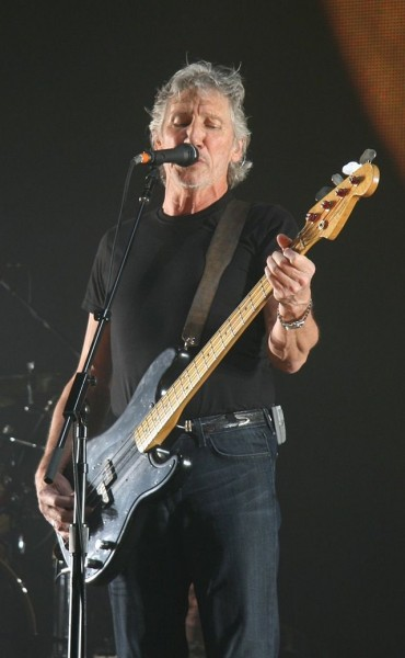 Roger Waters performing live in London in 2008. Image from Magnus Manske on the Wikimedia Commons.