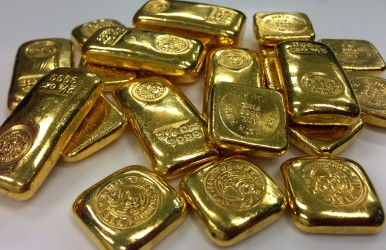 Is there gold in Lake Michigan? Two men aim to find out.