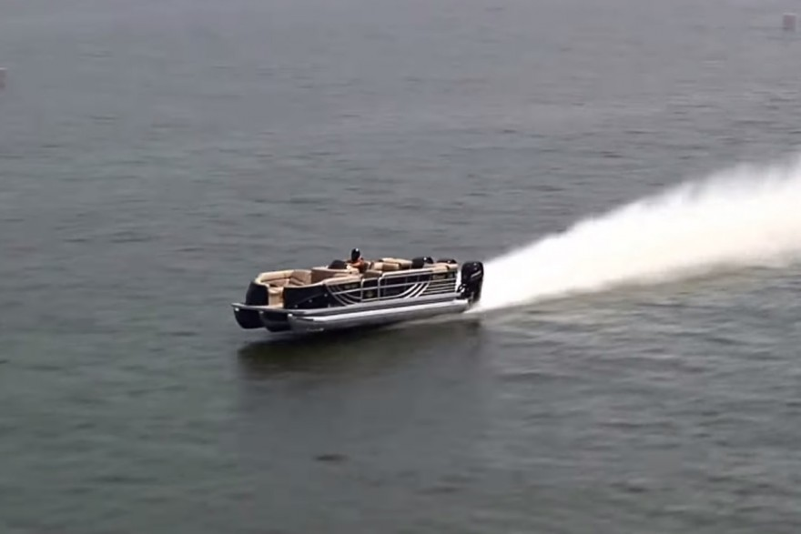Video: The World's Fastest Pontoon Boat is Awesome ...