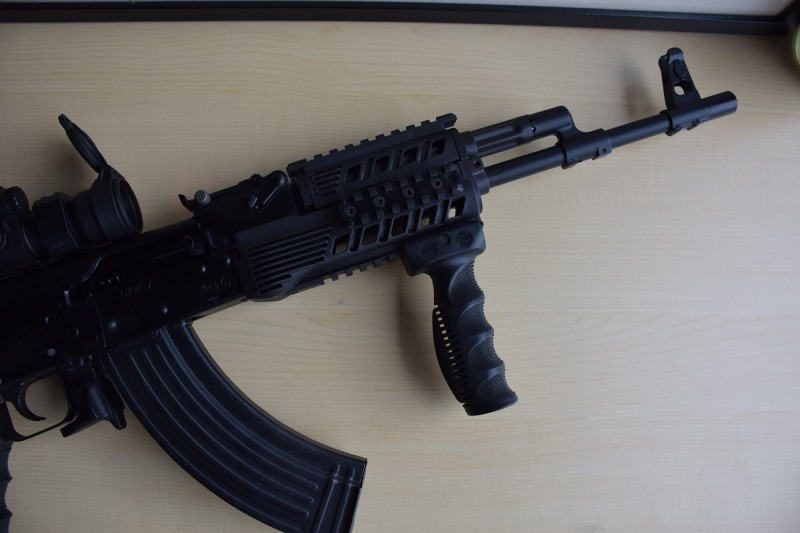 The front end of the IZ-132Z, with EVG vertical grip and RS 47 handguard.