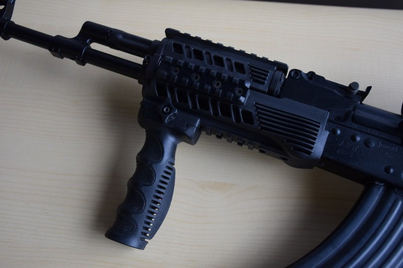 The left side of the RS47 handguard.