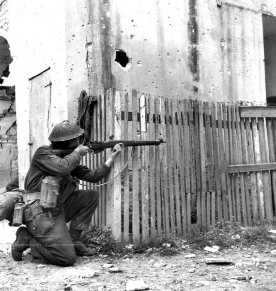 A Canadian rifleman with a Lee-Enfield during the Battle of Ortona in 1943. Image is public domain.