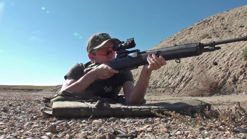 The M305 weighs in at just over nine pounds, while the SVT-40 is a bit lighter at 8.5 pounds.q