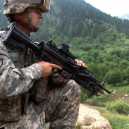 A US Army soldier with a EOTech sight on a M249 in Afganistan. Afganistan is one of the many places where US soldiers carried these holographic sights into battle.