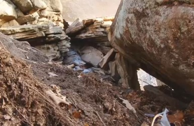 Two hunters sought shelter from the cold under a rock face, but the fire they started unexpectedly caused it to crack.