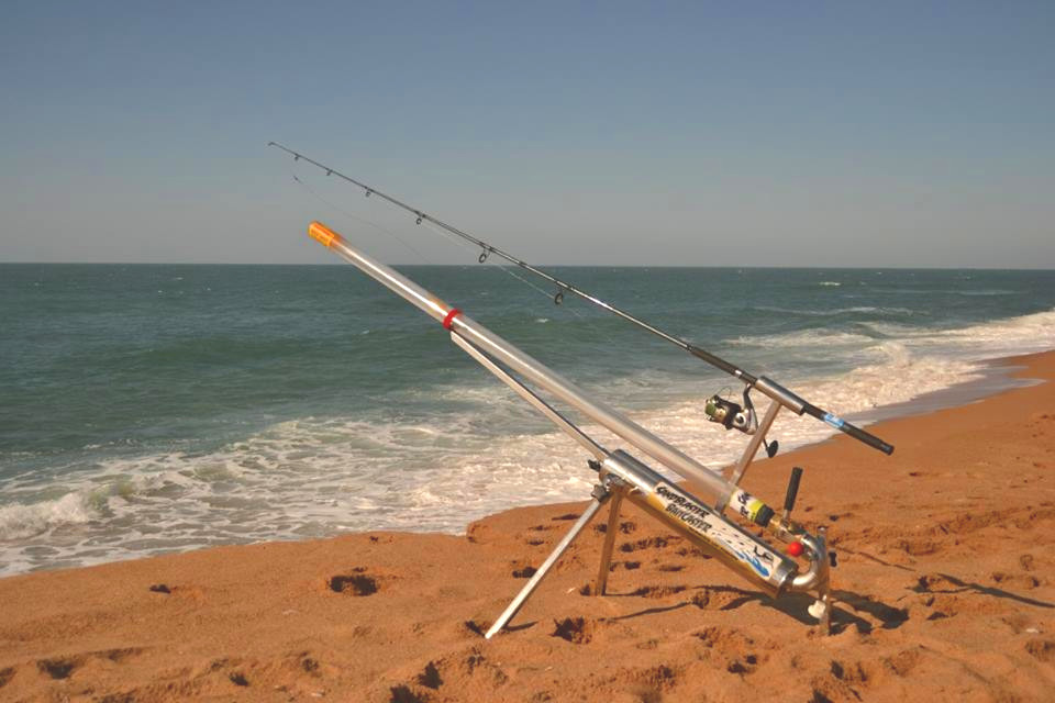 Video angler builds cannon to launch bait 300 yards for Shore fishing rigs
