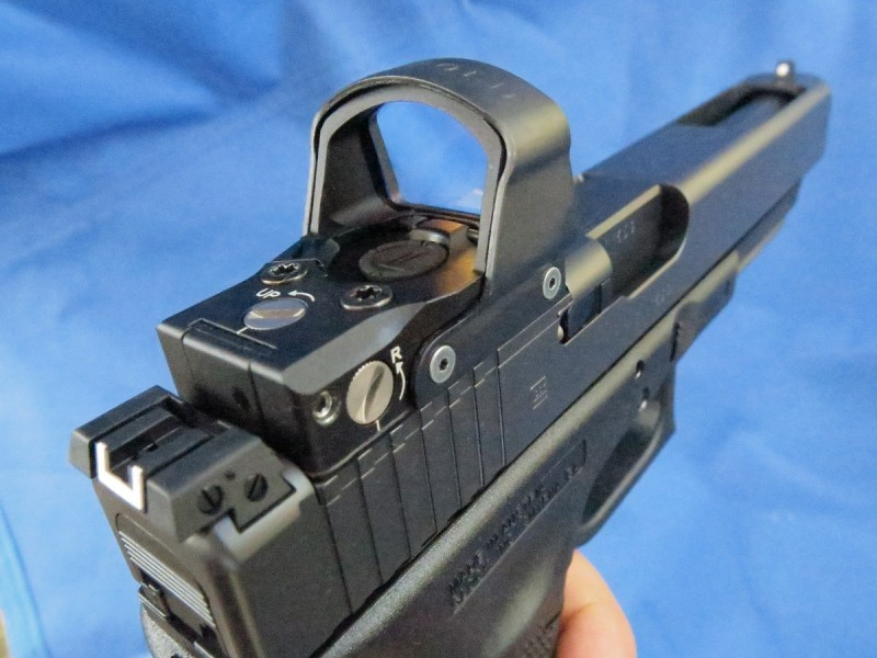 A Leupold DeltaPoint mounted on the G40.
