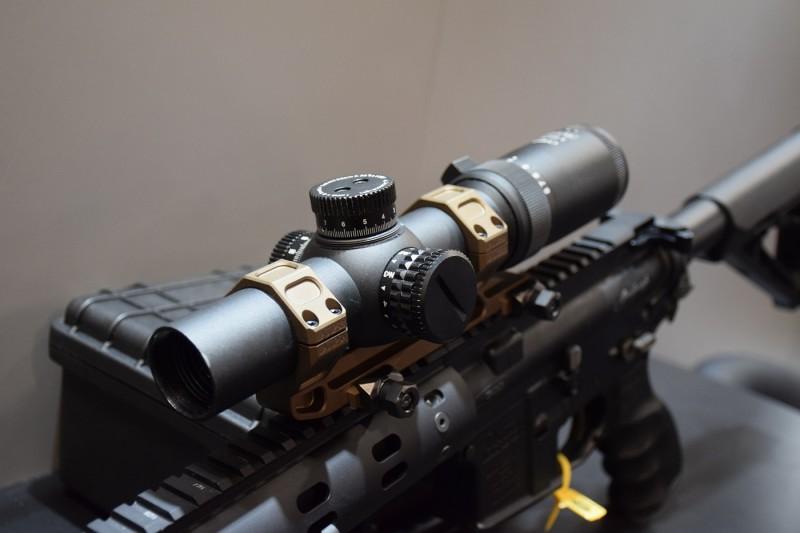 Hi-Lux's CMR8 1-8x scope.
