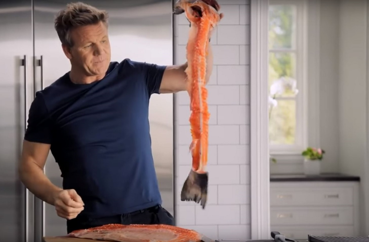 Video: Gordon Ramsay Shows How To Fillet A Fish The Right Way